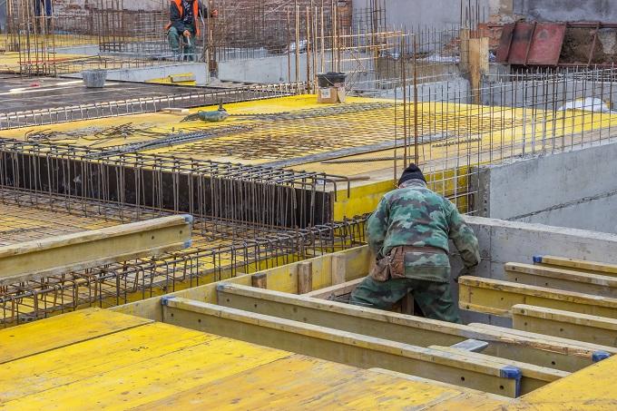 Zbrojenie stropu przed wylaniem betonu na strop