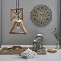 Interesujące dodatki ścienne stiuk, lustra, zegary, geometryczne motywy