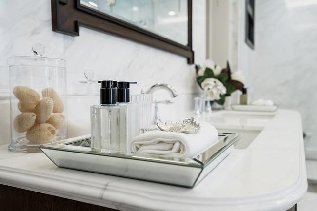 Akcesoria łazienkowe na blacie