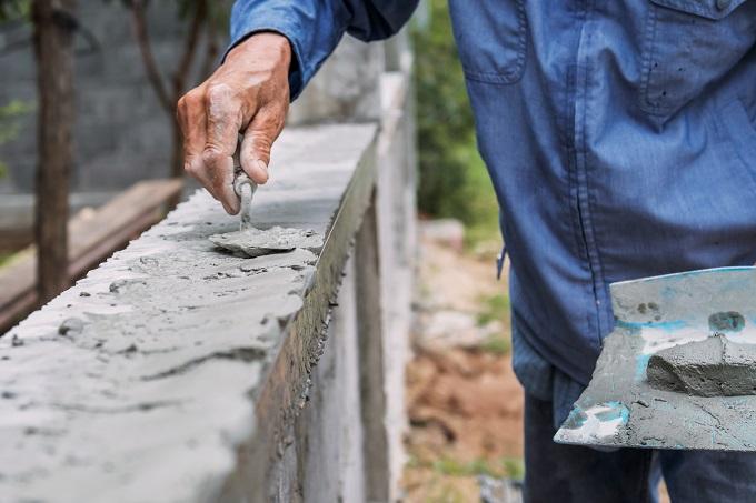 Beton z betoniarki czy kupowany z gruszki?