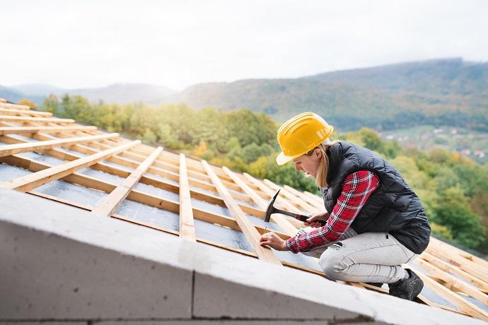 Deskowanie dachu przytwierdzanie łąt i kontrłat