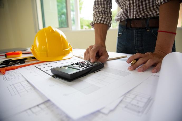 Kierownik z planem budowy a rola inspektora nadzoru