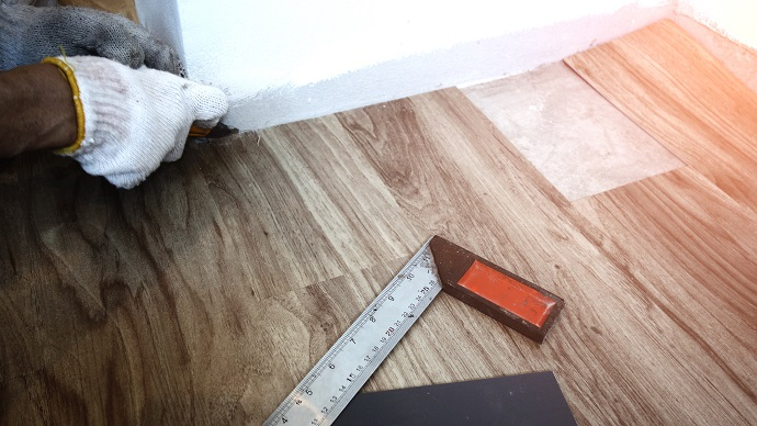 Монтаж виниловых панелей на пол
