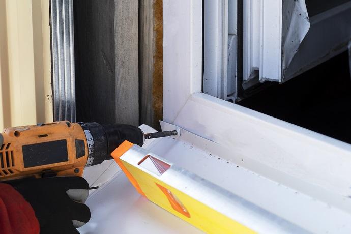 montaż parapetów zewnętrznych wkręt