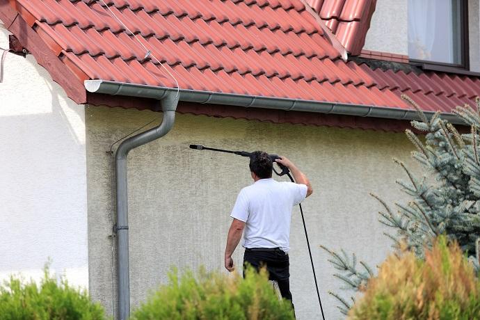 Mycie elewacji budynku