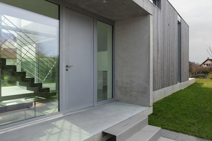 Schody metalowo aluminiowe wejściowe do domu