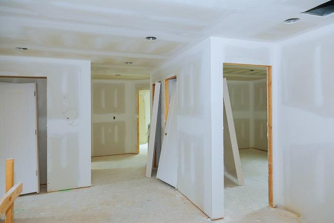 zabudowane ścianky z wypustami pod nawiewy